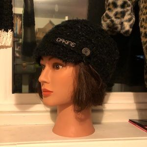 Dakine fleece lined knit beanie hat